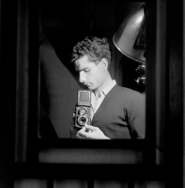 1948-1950 autoretrat__©Arxiu Luigi_Berga_Autor_ Climent Escobet Farguell_ (Medium)
