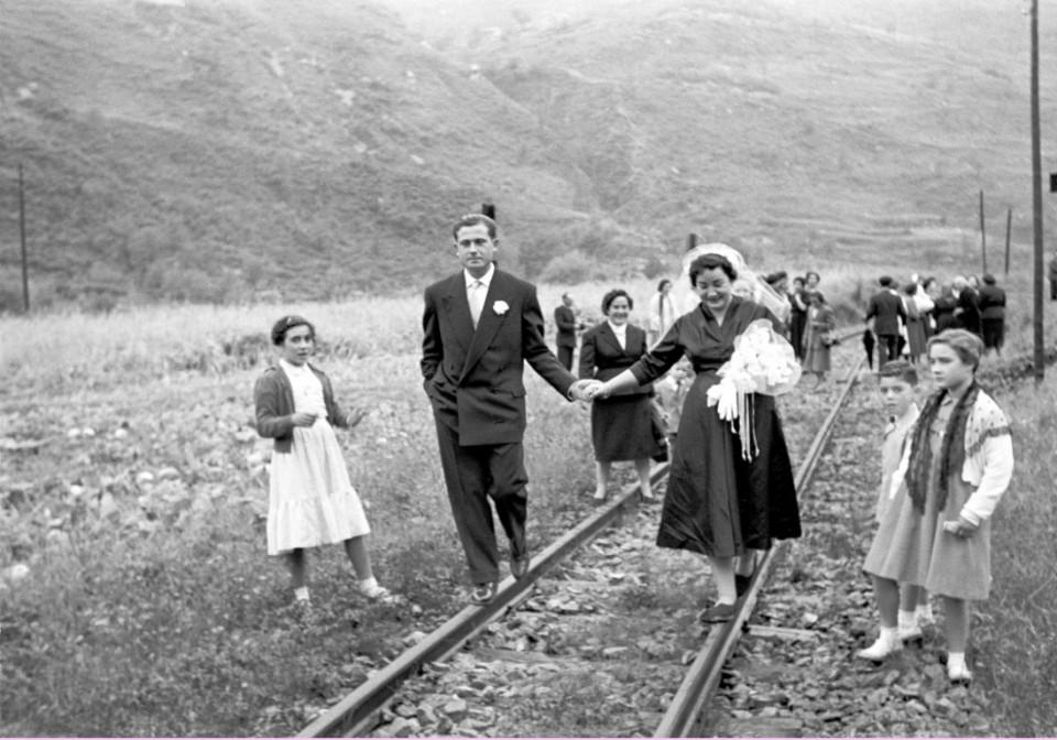 1950-1960 boda ESTRAGUÉ Fígols-Sant Salvador a__©Arxiu Luigi_Berga_Autor_ Climent Escobet Farguell_ (Medium)